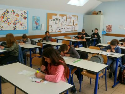 Les élèves de 6ème B du collège Laurent Monnier à Saint-Aubin (39) très studieux pendant le jeu concours !