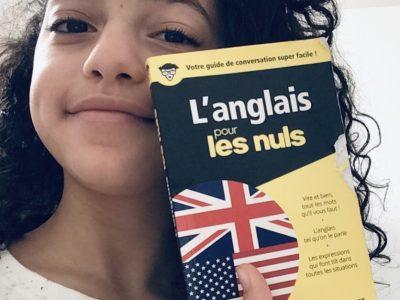 Mon collège est : Notre dame providence qui se situe à Enghien-les-Bains. J'ai voulu prendre une photo avec ce dictionnaire car il me faisait rire et chaque jour je lit une ou deux pages .