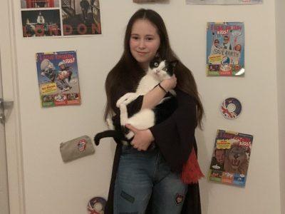 Saint-Germain-en-Laye Maison d'éducation de la légion d'honneur les Loges Expecto patronum ! Une fille et son chat (anglais), tous les deux fans d'Harry Potter !