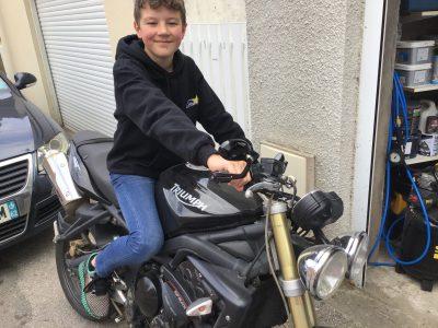 Collège La Malassise a Longuenesse. Photo prise sur la moto de marque anglaise de mon père.