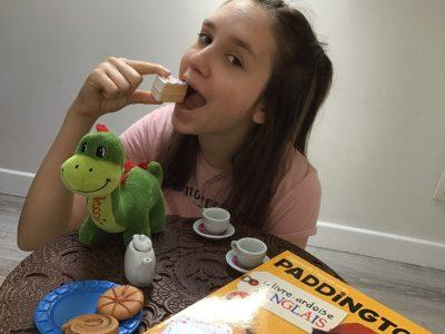 Deuil-la-Barre,College Denis Diderot  Commentaires:petit goûter avec du thé en jouant a un jeux de carte en Anglais !