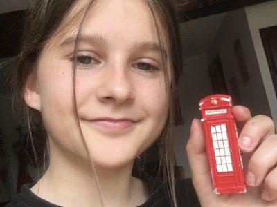 Bessières :Collège Adrienne Bolland  Voici un aimant en forme de cabine téléphonique de Londres et moi