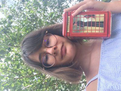 Nantes, Externat Des Enfants Nantais  Je pense que ces cabine téléphoniques rouges sont les signes de l'Angleterre les plus emblématiques qui soient.