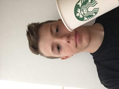 St Heand ,Joseph Collard ,quand tu bois un Starbucks tu te sens américain .