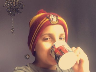 Je suis Adam Tbatou et je viens de Lavans Lès Saint Claude , je me suis pris en photo avec le bonnet Harry Potter et une tasse qui vient tout droit de Londres , j'espère gagner ce concours ! Merci :)