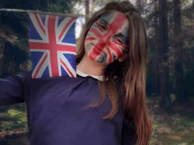 Passionnée d'anglais même pendant les ballades en forêt !!!   Girault Rebecca Charleville Mezières Collège Jean-Macé 4ème4 .