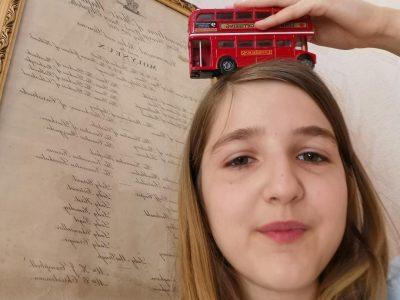 Boulogne Billancourt  collège Jean Renoir   le bus anglais prend de la hauteur!