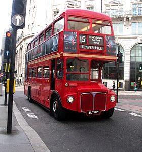 Paris saint Michel de pic pus j étais à Londres et je te trouver ce bus très beaux