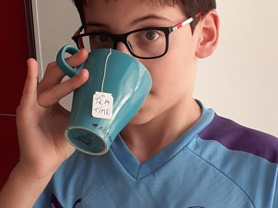 Aubagne, Collège Lakanal.  It's tea time before Manchester derby!