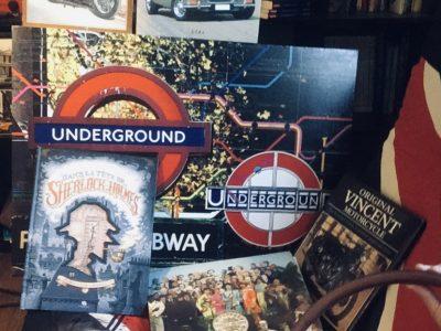 """Besançon 25000. Collège st Joseph  Bonjour  Ma photo est composée essentiellement de manuels de mécanique sur des voitures et motos car nous sommes très bricoleurs dans notre famille. J'adore l'Angleterre et les États-Unis. J'aime aussi les films anglais comme Sherlock Holmes et Harry Potter (je ne retrouvais plus ma baguette). Have a nice day Gabin  PS: sur le drap il y a marqué """"made in thé UK"""" avec un drapeau anglais derrière."""