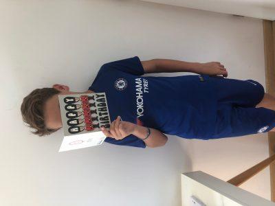 Collège NOES à PESSAC la carte d'anniversaire que m'a envoyée ma marraine qui vit à LONDRES où j'ai vu un match d'une de mes équipes préférées: Chelsea!  Gooooooooo Chelsea!