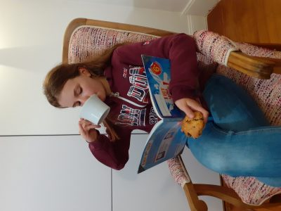 Je m'entraîne pour le Big Challenge en buvant mon thé est en mangeant mon scone (fait maison). Margaux DROUET Collège Fénelon Clermont-Ferrand