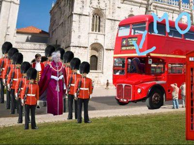 """ANGERS,  COLLEGE LA CATHEDRALE LA SALLE  Un petit montage photo, et hop, en quelques clics,  me voila """"so british"""" avec la reine d'Angleterre devant moi !"""
