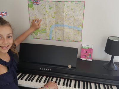 AGEN  collège Jasmin Les Iles  Petit clin d'oeil :  Le doigt sur la carte de Londres est pointé sur le quartier de Soho où il existe des pianos bars...