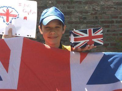 MOREUIL COLLEGE JEAN MOULIN Maël 100% ENGLAND :) Je dors dans une couette avec le drapeau anglais et je me réveille aussi avec mon réveil au motif drapeau anglais ! I LOVE ENGLAND !
