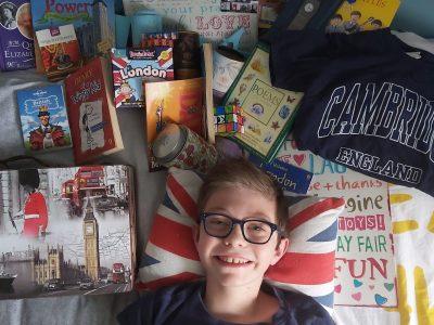 Lignières, Collège Philibert Lautissier  Me voici sur mon lit avec quelques objets de Londres ;)