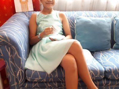 Cannes 06400, Collège André Capron.  Le confinement nous empêche pas de prendre un petit thé avec la reine Elizabeth II :)