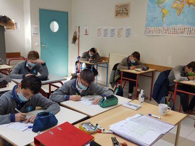 VERSAILLES SAINT JOSEPH DES LYS La classe des 4e Garçons, motivés comme jamais! And determined to beat the girls!
