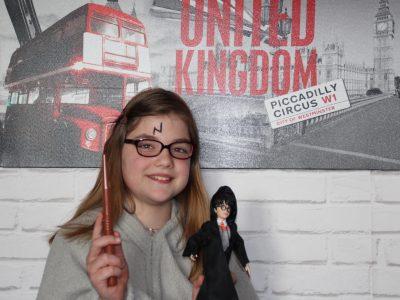 bonjour, je suis au collège Edmond de Goncourt à Pulnoy je m'appelle Mathilde j'ai 11 ans    voici ma photo qui représente l'univers de  Harry Potter !!!  merci pour le challenge c'était trop bien   bonne journée