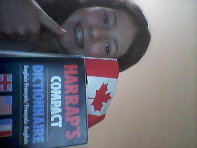 Caluire-et-Cuire, Collège andré-Lassagne. Ma photo c'est moi, mon dictionnaire Anglais-Français et un drapeau du Canada car j'y suis allée et j'ai adoré !
