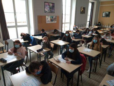 Loudun (86) Collège Chavagnes-St Joseph Quelle concentration! Mais il y en a qui ont déjà tout fait!