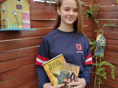 Speitel Alycia   J'ai eu l'idée de m'inspirer de l'univers Harry Potter pour représenter la Grande Bretagne car c'est sont pays natale.  Marlenheim collège Grégoire de Tours