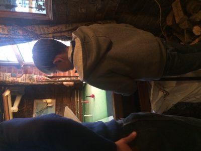J'habite à Épernay et j'étudie au collège Jean Monnet. Sur la photo que j'ai choisie on me voit en train de jouer au billard Anglais : PUB Billard table, Je jouais pour la première fois de ma vie au PUB billard table contre un anglais de mon âge, ET J'AI GAGNÉ ! Voici ce que représente la photo pour moi : une rencontre inoubliable en Angleterre.  Gabriel de Varine 6°1