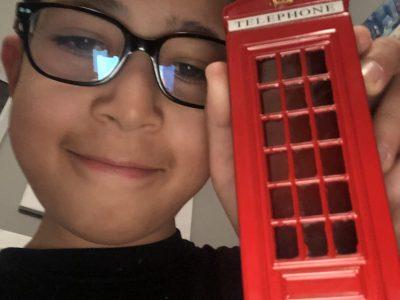 Collège Jean Rostand ,moutiers  je suis aller à Londres je suis entré dans une cabine téléphonique et là elle est devenu une petite tirelire et je l'ai prise avec moi
