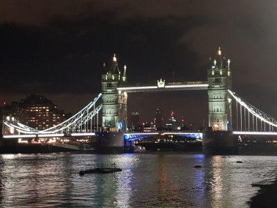 Ville:St Cyprien  Collège:st pierre de la mer . Bonjour.Voici the tower bridge (monument de Londres) la nuit .