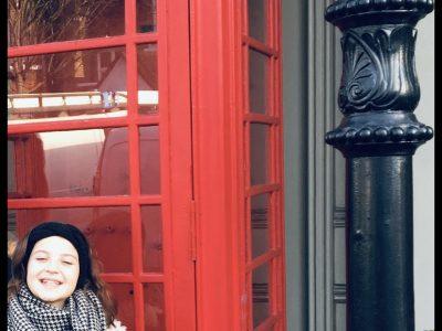 College Victor de Laprade à Montbrison Voici une photo de moi à Londre même a coté d'une cabine téléphonique  Jade Gaillard