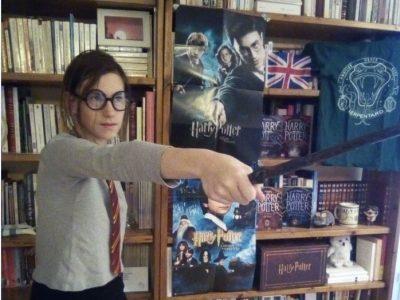 Montbrison - Collège Victor de LAPRADE -  je suis une des fans d' Harry Potter,c'est pourquoi j'ai choisi ce thème.I love Harry Potter.Sur la photo je mime un combat d' Harry. je rêve de ressembler à Hermione. .  Héloïse