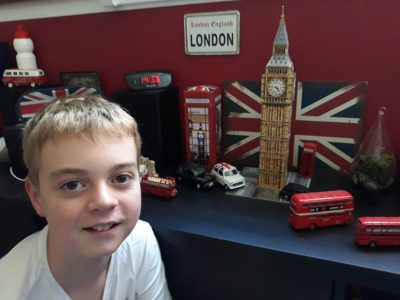 PALAISEAU INSTITUT SAINT MARTIN  Une photo de moi dans ma chambre au couleur de ville de rêve ... LONDON !
