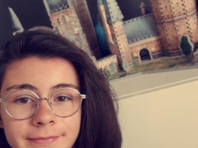 Je suis fan d'Harry Potter depuis toute petite, malheureusement je n'ai toujours pas reçu ma lettre pour Poudlard (ni Beauxbâtons d'ailleurs) , il doit y avoir une erreur… (J'habite à Saint Quentin et je suis scolarisée au collège Gabriel Hanotaux)