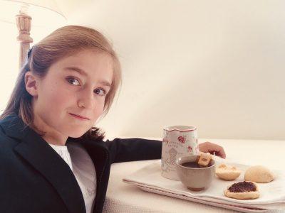 Roanne, Collège François d'Assise. Véritable tea time avec des scones cuisinés maison...on se croirait dans une pension pour jeunes filles à Londres !