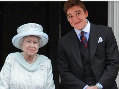 VILLEURBANNE, COLLEGE IMMACULEE CONCEPTION.  Le prince William DOMENECH en compagnie de la reine d'Angleterre