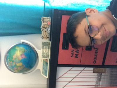 Raphaël GIRASCHI  College Jeanne d'arc Bastia    Ma photo est représenté par mon globe montrant le Royaume-Uni ainsi que un billet de 1$ dollar et ma maquette lego du Buckingham Palace