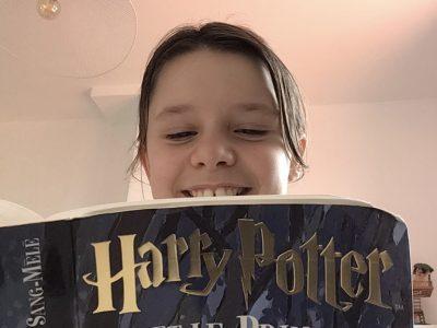 Bonjour, Je suis au collège La Salle Lille. Ma photo est un livre d'Harry Potter . Et Harry Potter signifie l'Angleterre.