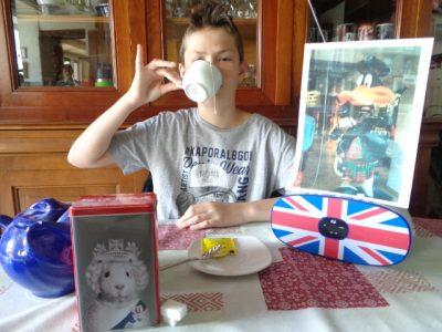 Collège du Montois à Donnemarie-Dontilly  Gabriel Houtart Commentaire : Me voici buvant mon thé du 4 heure !