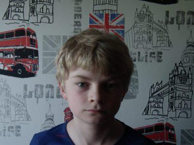 Mon collège est à Seltz dans le bas Rhin et il s'appel Charles de Gaule voici ma chambre au theme de l'Angleterre.