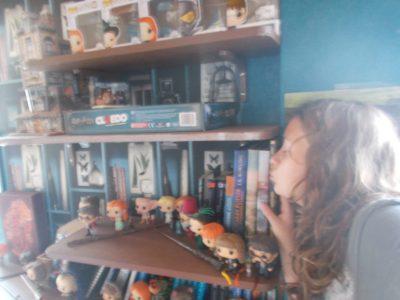Collège Kleber de Haguenau   Une photo avec ma bibliothèque consacré à Harry Potter. C'est ce que j'ai de plus précieux, et c'est ce qui s'apparente le plus à l'anglais.