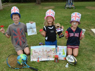 COLLEGE BELLEVUE - TOULOUSE Photo de Titouan ARLABOSSE - 6ème 3 We love England !!! That's wonderful ! Long live England !
