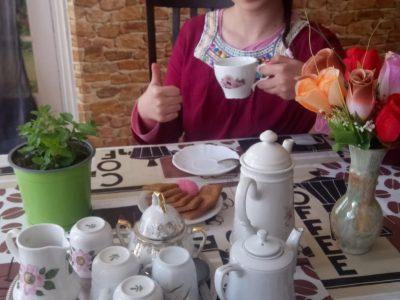 Tea time with Imène - collège Giroud de Villette de Clamecy