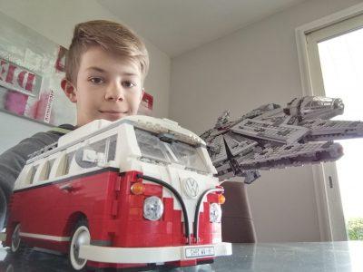 Frangy, collège du val des usses.  Le VW pour sa couleur rouge qui me fait penser à l'Angleterre. Star Wars pour la langue d'origine.