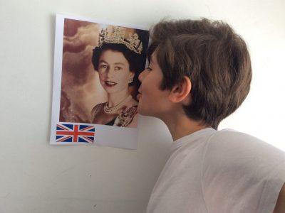 Aulnay-sous-Bois collège Protectorat Saint-Joseph Un gros bisous à la reine d'Angleterre pour la remercier pour ma future caméra sportive!!!