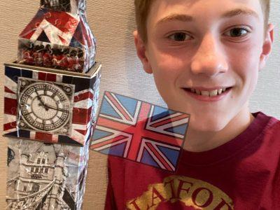 Tokyo, LFIT Moi devant le puzzle 3D de Big Ben, après le concours Big Challenge
