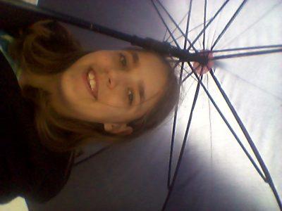 Avignon Jean-Batiste De La Salle Montalember Moi quand je me balade sous la pluie après avoir réussit a volé le parapluie de Papa.