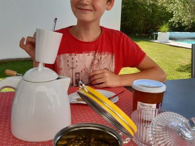 Gabin BOSSAN 6è6 TOULOUSE COLLEGE EMILIE DE RODAT  Oh!  It's delicious ! I love drinking my tea with marmelade and milk in the garden! It's so pleasant when the sun is sunny!  Gabin
