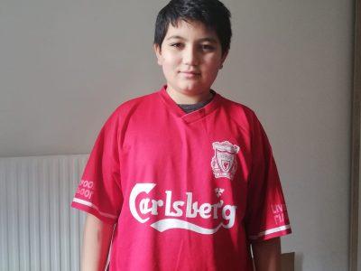 Melun, Collége Piérre Brossolette. Kenzy avec le Maillot de Liverpool champions d'Europe 2005  Thanks every body