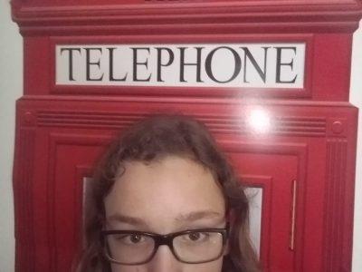 Mon collège est à Monteux (84170), c'est Notre Dame du Bon Accueil. J'ai pris le selfie dans ma chambre qui a une déco sur le thème de London.