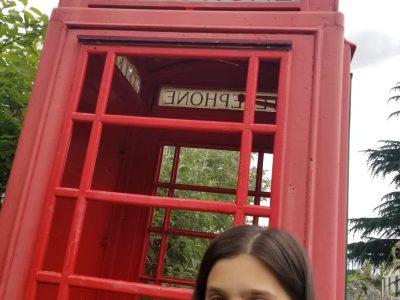 Château Renault mon collège s'appelle André Bauchant  dans mon village les anglais on offert une cabine téléphonique
